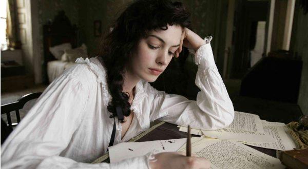 Anne-Hathaway-interpreta-Jane-Austen, scena allo scrittoio