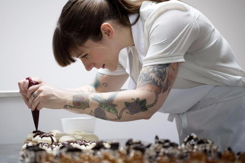 Jemma Wilson prepara i dolci