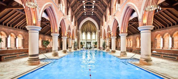Piscina in chiesa a Repton Park borough di Redbridge