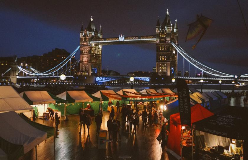 Mercatino di Natale_Tower Bridge a Londra