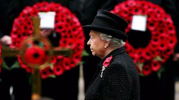 La regina Elisabetta II d'Inghilterra il Remembrance Days