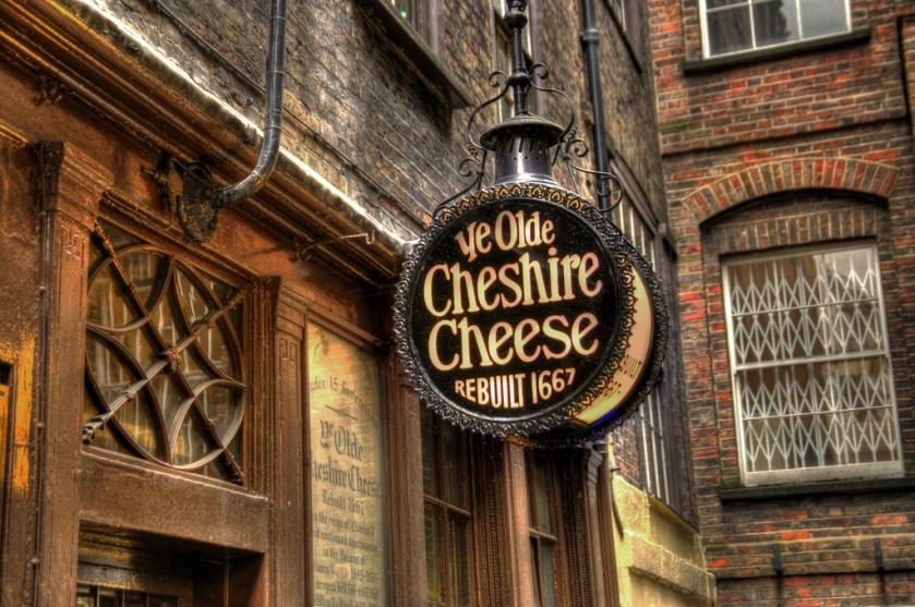insegna Ye Olde Cheshire Cheese Pub a Londra