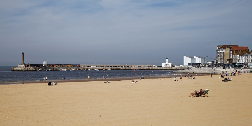 Bay_and_beach_with_jetty_Margate_Kent_England_2